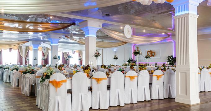 Dekoracje sali na życzenie klienta w zależności od charakteru uroczystości